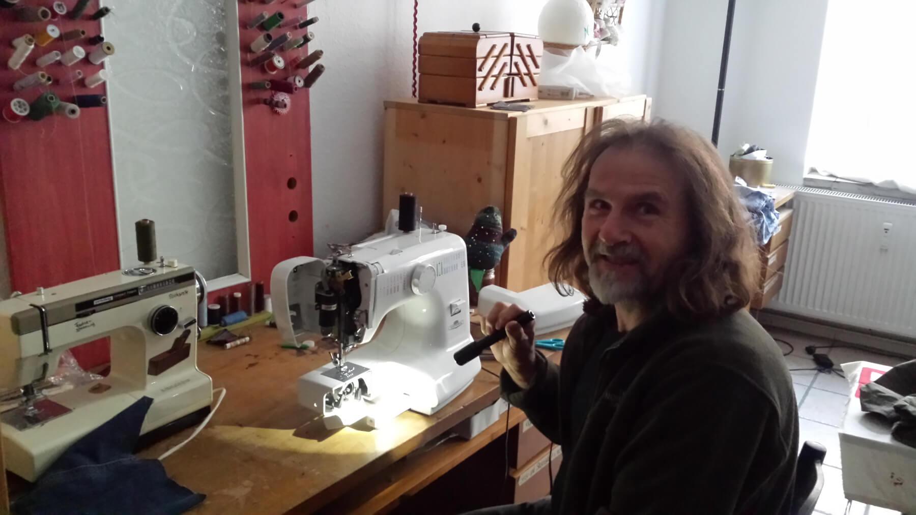Frank lässt die Nähmaschinen durchdrehen